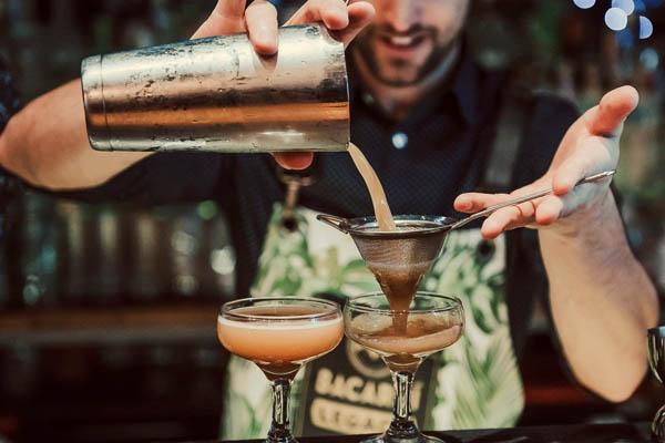 Lương của bartender phụ thuộc vào những yếu tố nào?