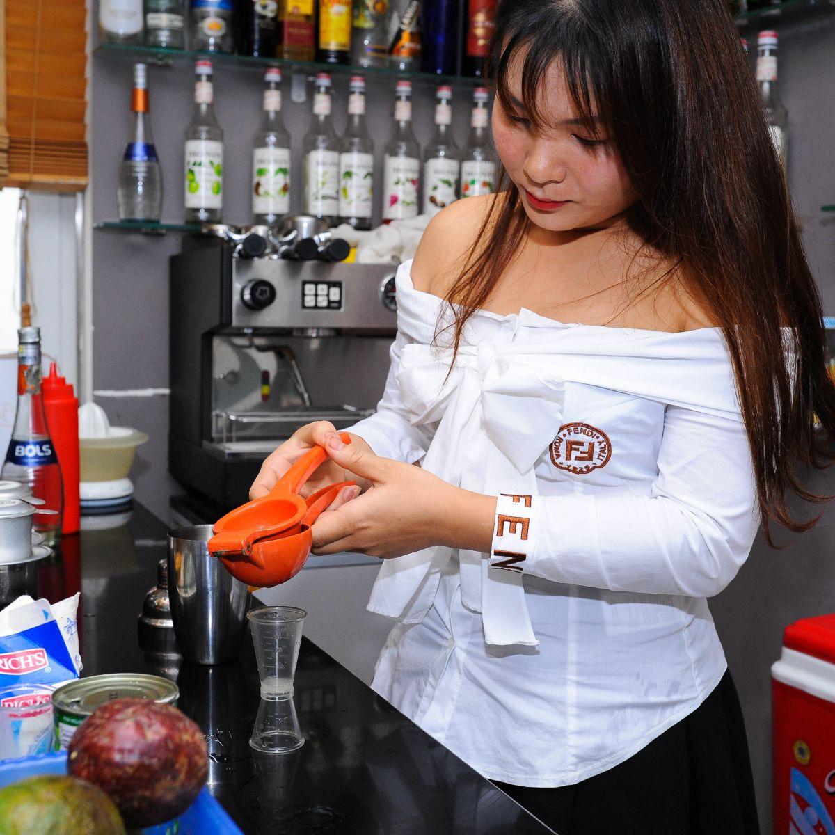 Học viên lớp pha chế đồ uống tổng hợp