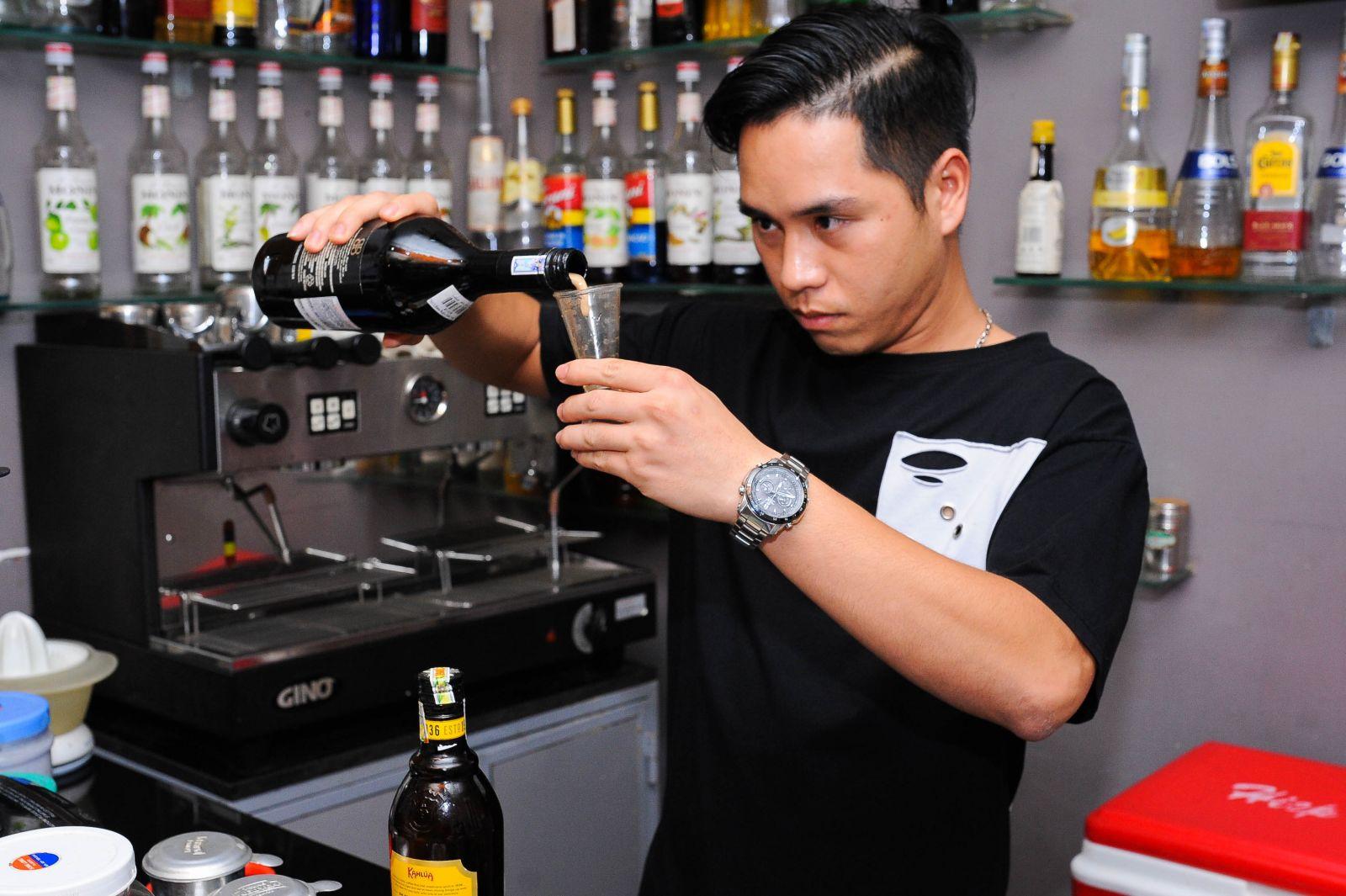 Hình ảnh học viên pha chế đô uống