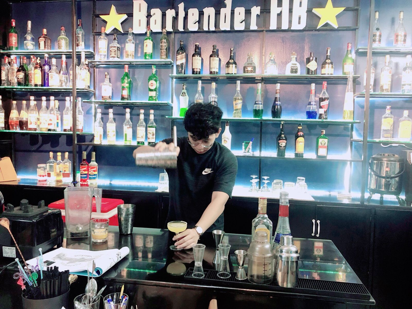 hình ảnh lớp học tại trung tâm dạy nghề bartender